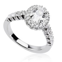 "1,62ct oval shape ""Halo"" diamond ring"